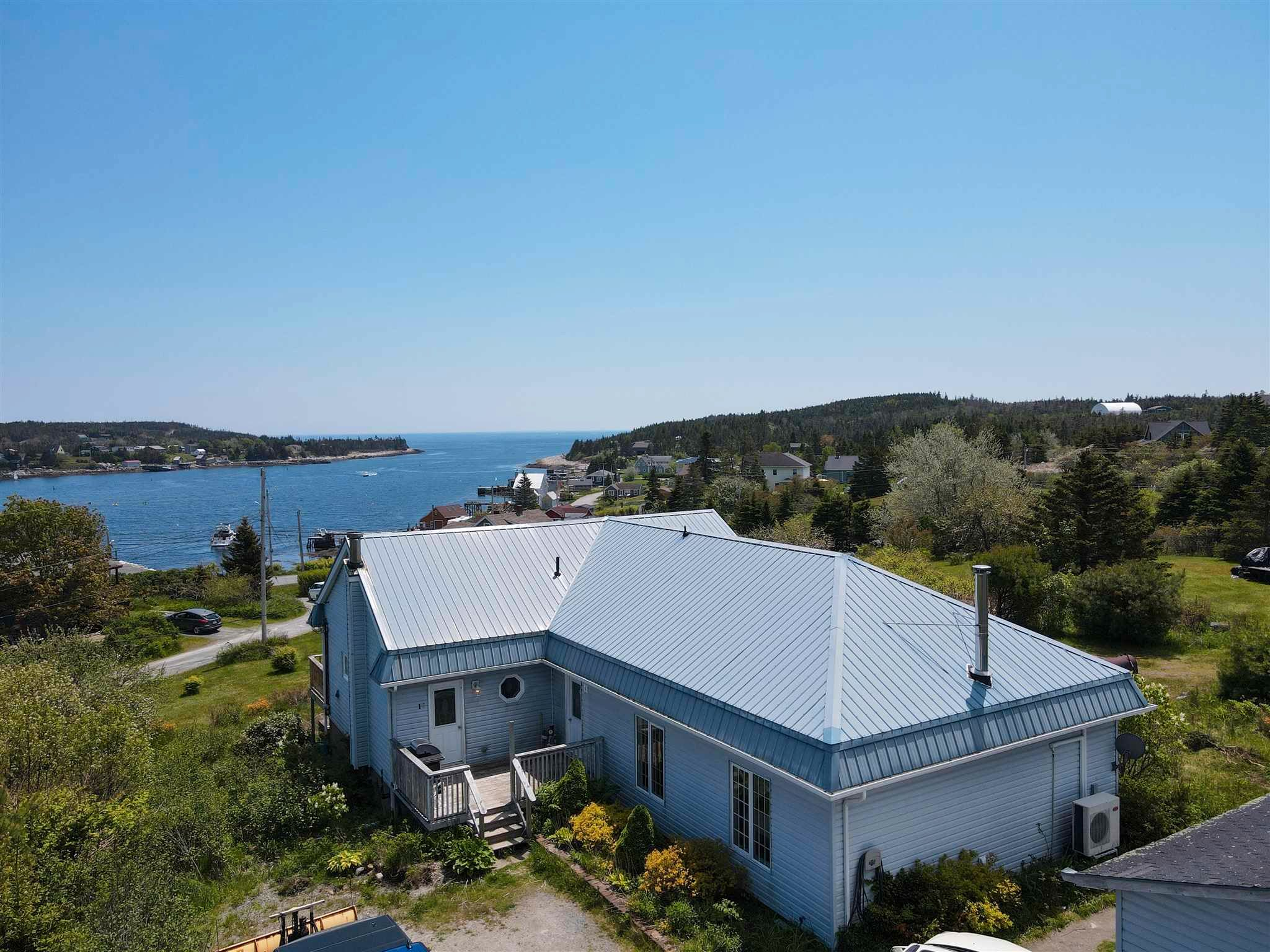 Main Photo: 14 School Road in Ketch Harbour: 9-Harrietsfield, Sambr And Halibut Bay Residential for sale (Halifax-Dartmouth)  : MLS®# 202114484