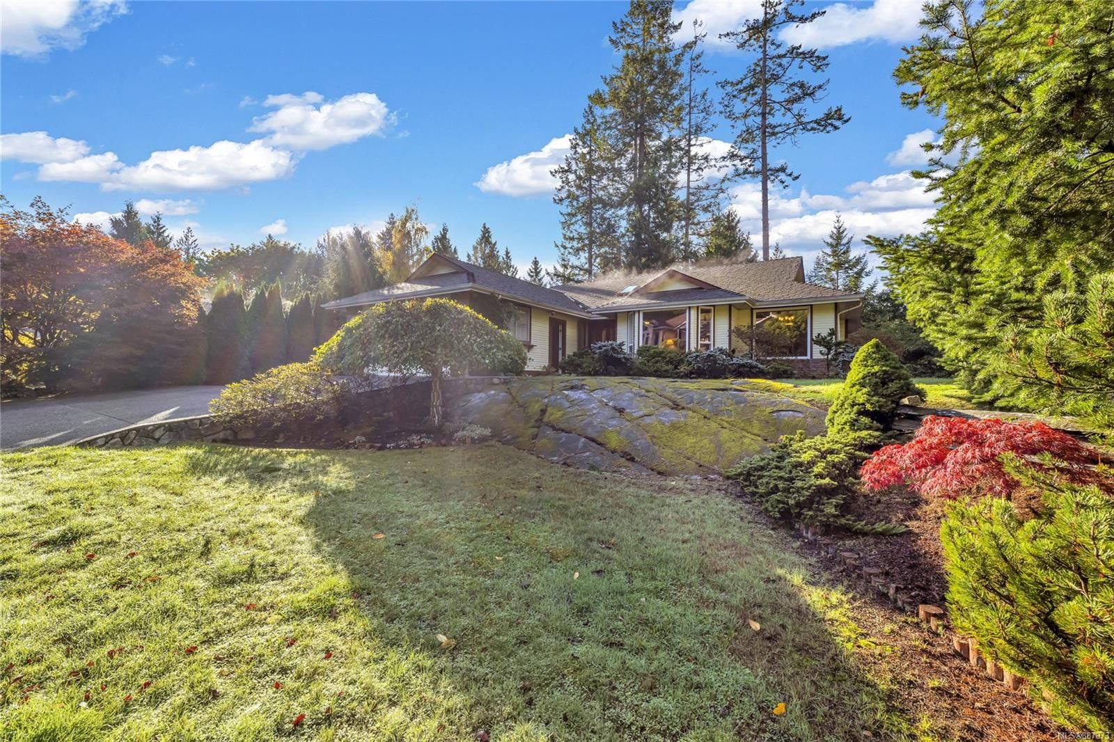 Main Photo: 8574 Kingcome Cres in : NS Dean Park House for sale (North Saanich)  : MLS®# 887973