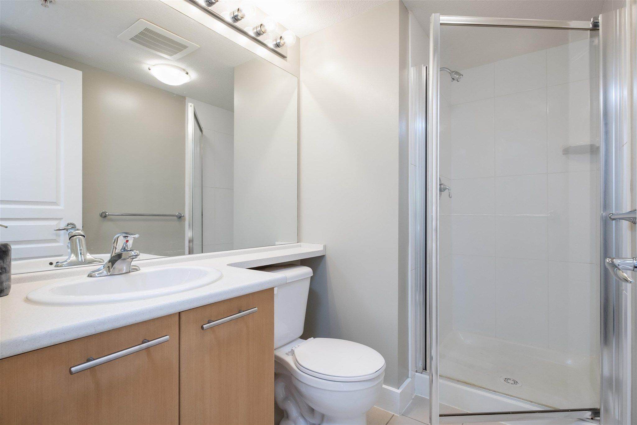 """Photo 14: Photos: 211 9339 UNIVERSITY Crescent in Burnaby: Simon Fraser Univer. Condo for sale in """"HARMONY"""" (Burnaby North)  : MLS®# R2597666"""