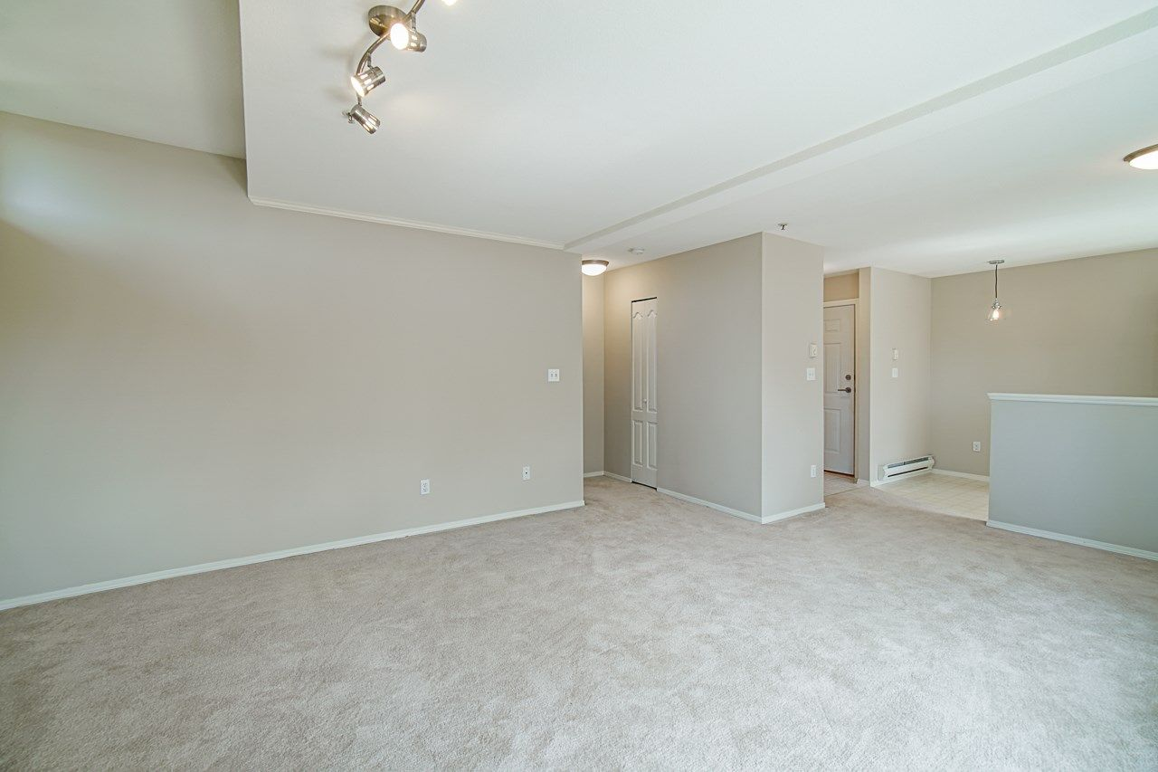 Photo 15: Photos: 306 2962 TRETHEWEY STREET in Abbotsford: Abbotsford West Condo for sale : MLS®# R2470028