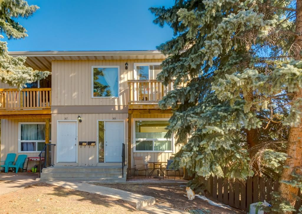 Main Photo: 308 219 Huntington Park Bay NW in Calgary: Huntington Hills Row/Townhouse for sale : MLS®# A1089148