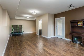 """Photo 33: 2290 CHARDONNAY Lane in Abbotsford: Aberdeen House for sale in """"Pepin Brook"""" : MLS®# R2555950"""