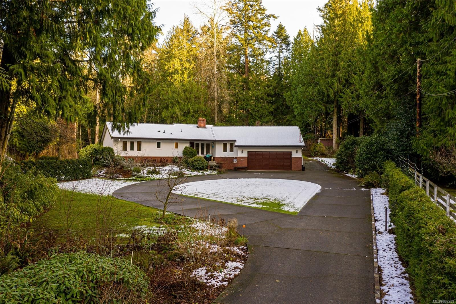 Main Photo: 988 Woodcreek Pl in : NS Deep Cove House for sale (North Saanich)  : MLS®# 862209