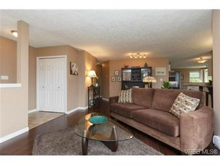 Photo 2: 1279 Lidgate Crt in VICTORIA: SW Strawberry Vale House for sale (Saanich West)  : MLS®# 704635