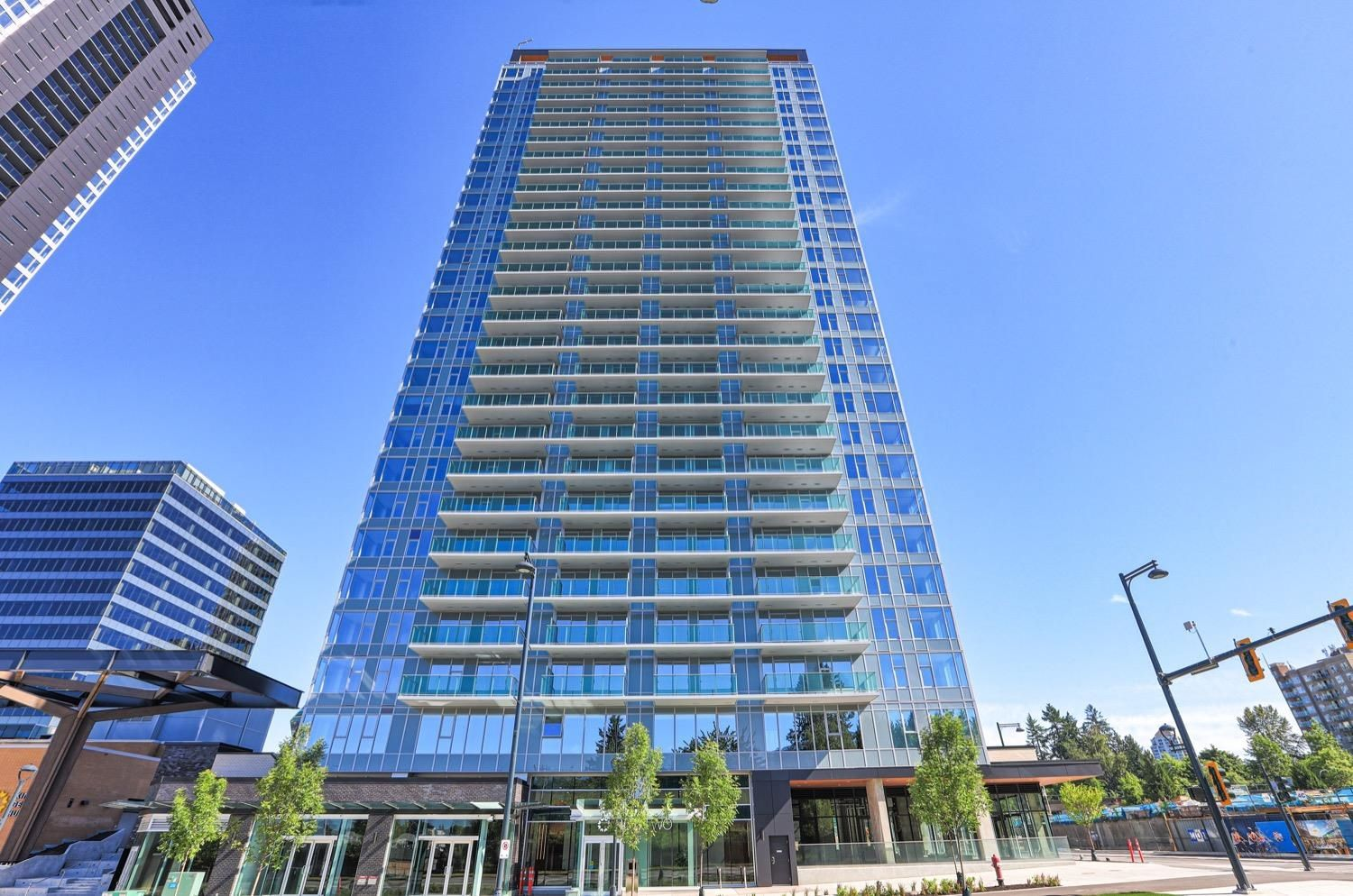 """Main Photo: 1009 13655 FRASER Highway in Surrey: Whalley Condo for sale in """"King George Hub II"""" (North Surrey)  : MLS®# R2625403"""