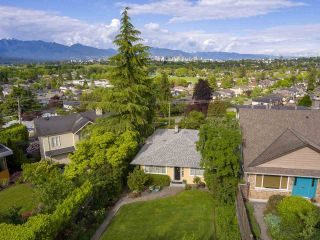 Photo 2: 3626 QUESNEL DRIVE in Vancouver: Arbutus House for sale (Vancouver West)  : MLS®# R2372113