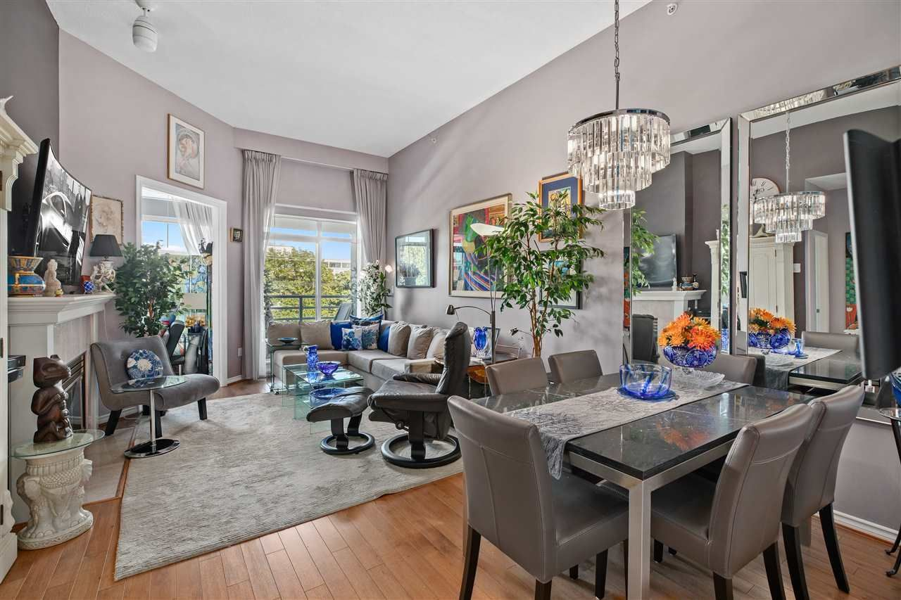 """Main Photo: 411 2105 W 42ND Avenue in Vancouver: Kerrisdale Condo for sale in """"The Brownstone"""" (Vancouver West)  : MLS®# R2387494"""