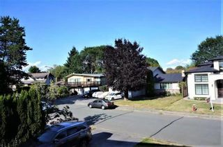 Photo 2: 6511 CONSTABLE Drive in Richmond: Woodwards House for sale : MLS®# R2569103
