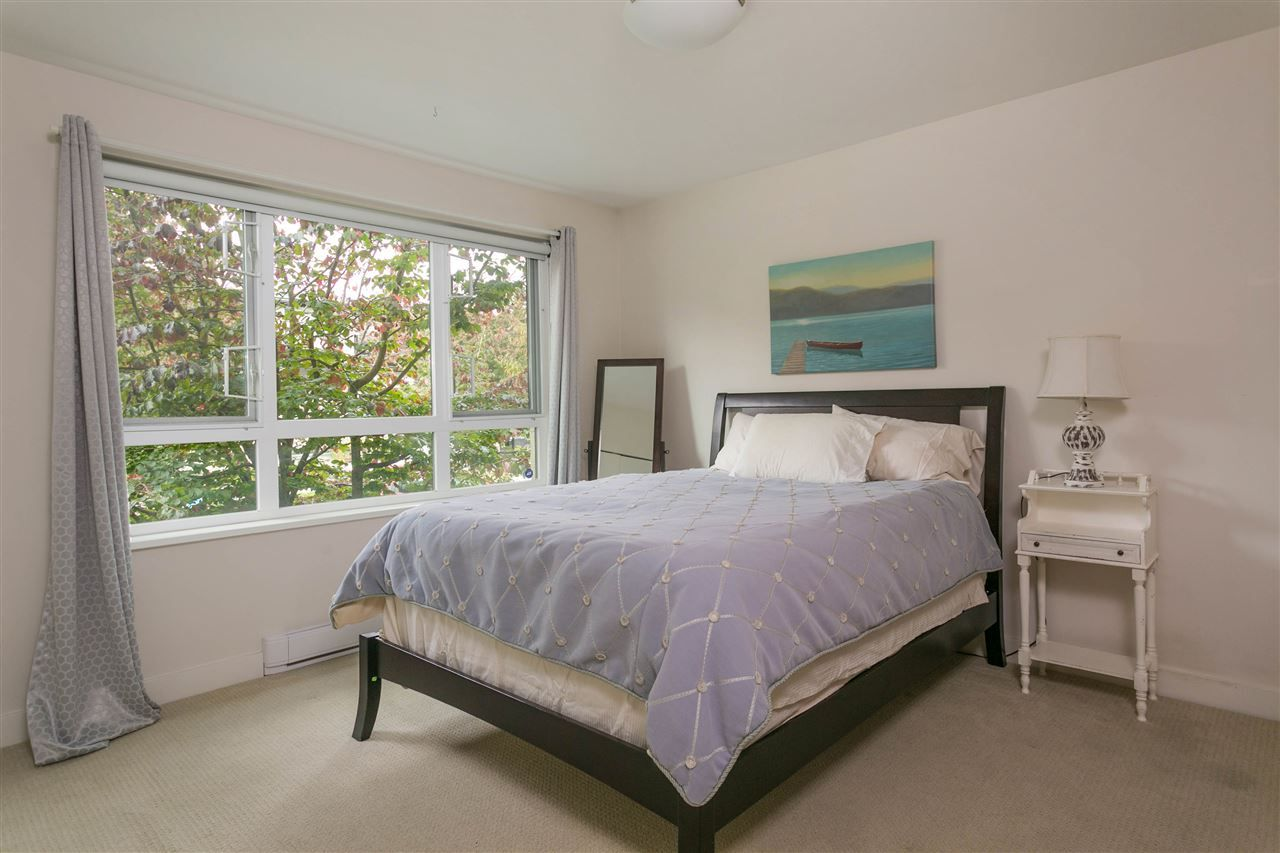 """Photo 14: Photos: 401 E 16TH Avenue in Vancouver: Mount Pleasant VE Condo for sale in """"Sixteen East"""" (Vancouver East)  : MLS®# R2494870"""