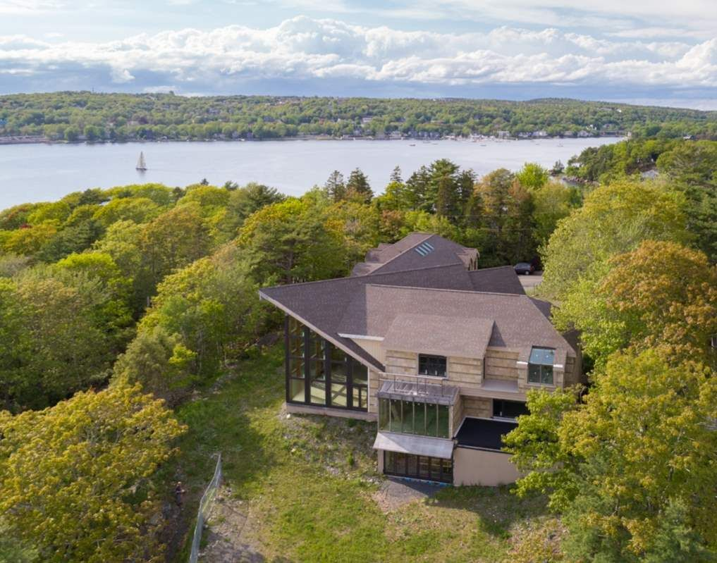 Main Photo: 1358 Shore Drive in Bedford: 20-Bedford Residential for sale (Halifax-Dartmouth)  : MLS®# 202010777