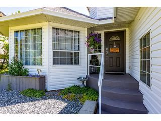 Photo 4: 8052 WAXBERRY Crescent in Mission: Mission BC House for sale : MLS®# R2595627