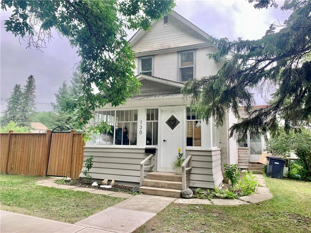 Main Photo: 130 4th Avenue Southwest in Dauphin: R30 Residential for sale (R30 - Dauphin and Area)  : MLS®# 202118281