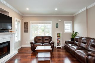 """Photo 3: 101 3333 DEWDNEY TRUNK Road in Port Moody: Port Moody Centre Townhouse for sale in """"CENTREPOINT"""" : MLS®# R2378597"""