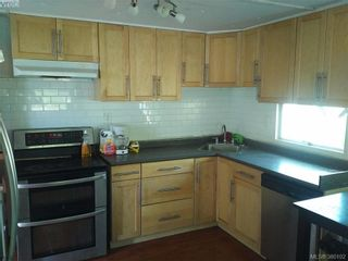 Photo 3: 141 Cooper Rd in VICTORIA: VR Glentana Manufactured Home for sale (View Royal)  : MLS®# 763536