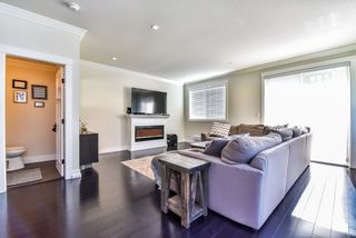 Photo 2: 1 16458 23A AVENUE in Surrey: Grandview Surrey Townhouse for sale (South Surrey White Rock)  : MLS®# R2170321