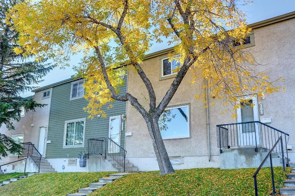 Main Photo: #307    405 64 Avenue NE in Calgary: Thorncliffe Row/Townhouse for sale : MLS®# A1146398