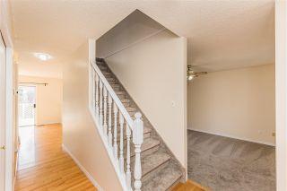 Photo 3: 255 HEAGLE Crescent in Edmonton: Zone 14 House for sale : MLS®# E4243035
