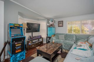 """Photo 4: 85 7790 KING GEORGE Boulevard in Surrey: East Newton Manufactured Home for sale in """"CRISPEN BAYS"""" : MLS®# R2617693"""