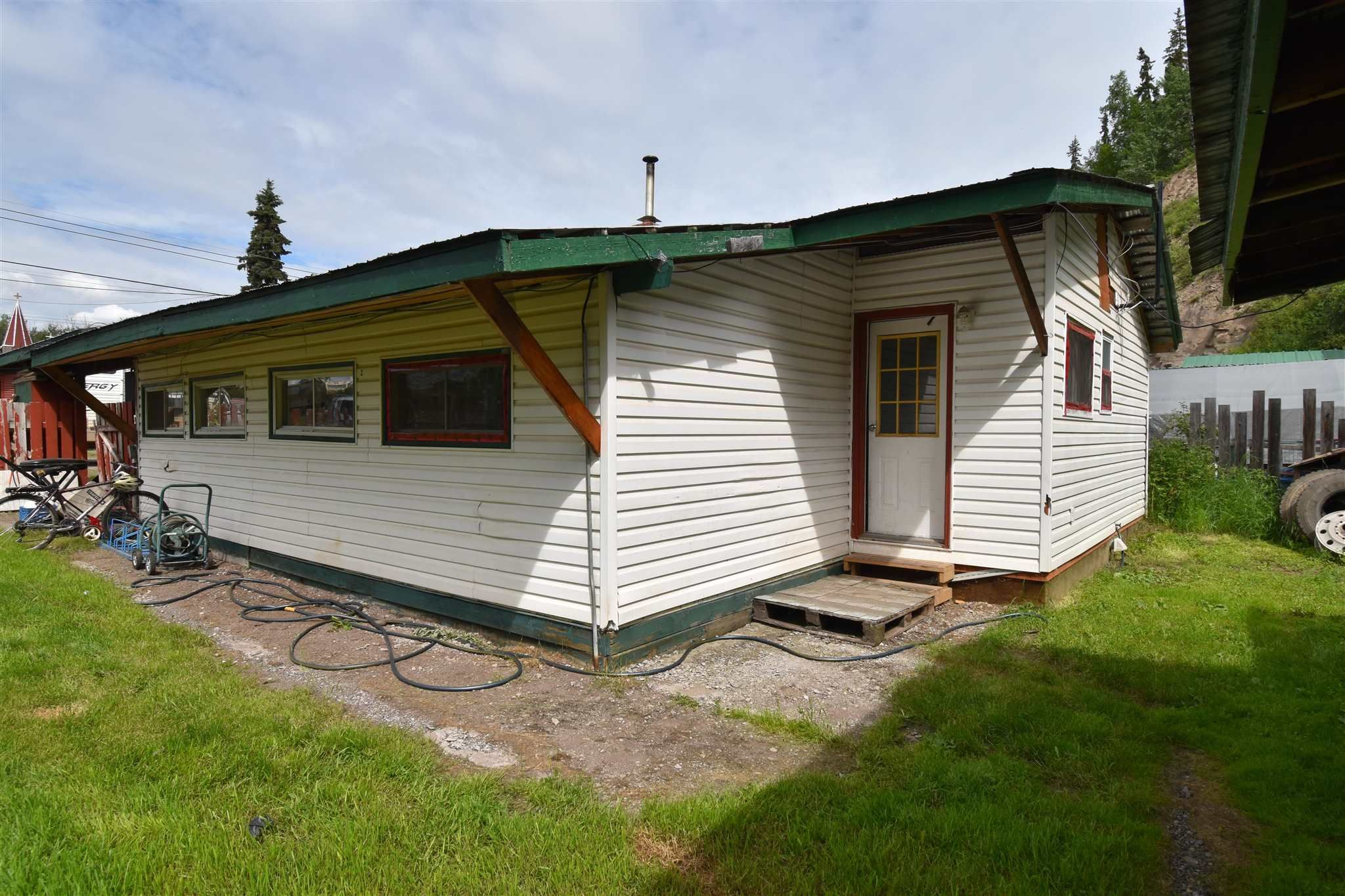 Main Photo: 1625 3RD Street: Telkwa House for sale (Smithers And Area (Zone 54))  : MLS®# R2596269