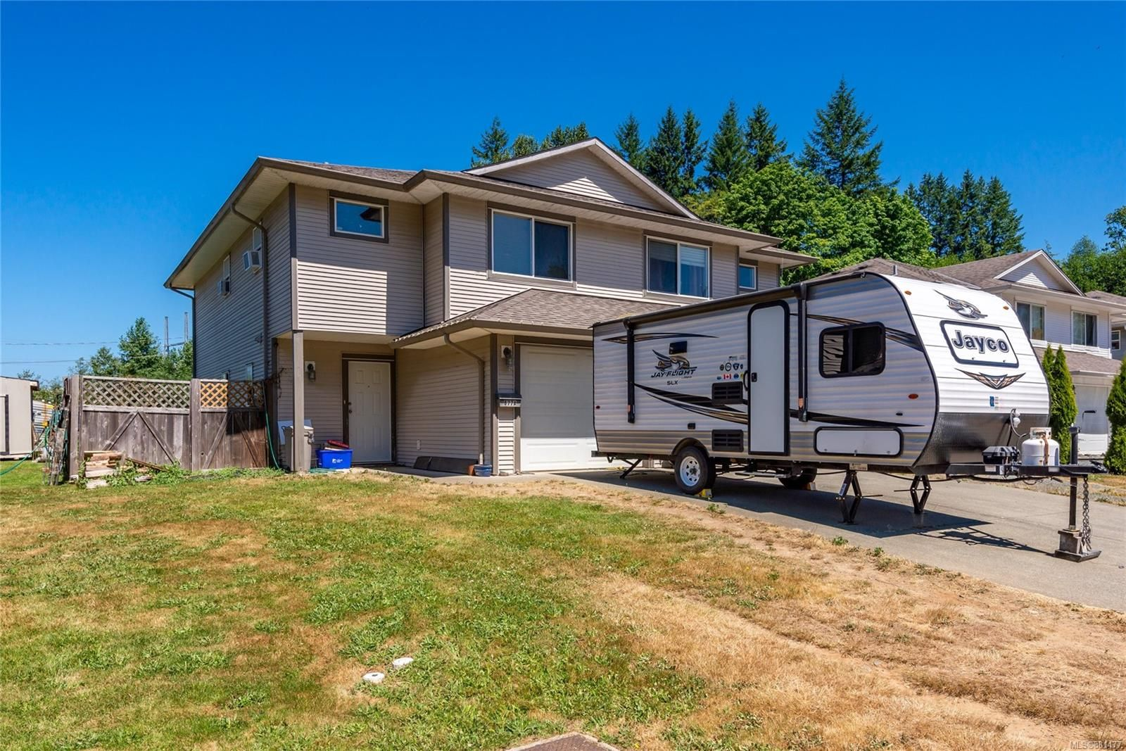 Main Photo: A 677 Otter Rd in : CR Campbell River Central Half Duplex for sale (Campbell River)  : MLS®# 881477