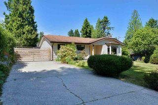 Photo 1: 1042 FAIRVIEW Road in Gibsons: Gibsons & Area House for sale (Sunshine Coast)  : MLS®# R2589107