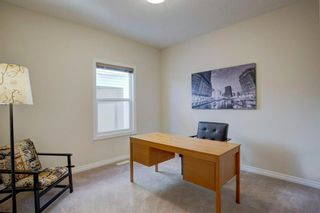 Photo 14: 102 Crestbrook Hill SW in Calgary: Crestmont Detached for sale : MLS®# A1100140