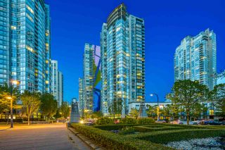 """Main Photo: 1708 1438 RICHARDS Street in Vancouver: Yaletown Condo for sale in """"AZURA I."""" (Vancouver West)  : MLS®# R2571640"""