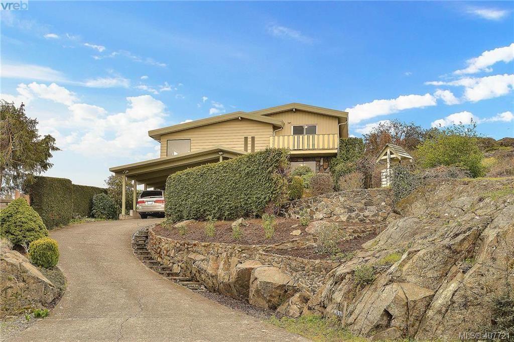 Photo 1: Photos: 3698 Kootenay Pl in VICTORIA: SE Cedar Hill House for sale (Saanich East)  : MLS®# 810256