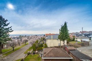 Photo 2: 2283 QUALICUM Drive in Vancouver: Fraserview VE House for sale (Vancouver East)  : MLS®# R2555878