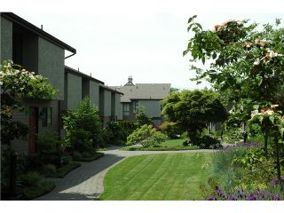 "Photo 2: 20 220 E 11TH Street in North Vancouver: Central Lonsdale Townhouse for sale in ""Cedar Court"" : MLS®# V970976"