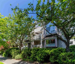 """Photo 2: 207 1465 COMOX Street in Vancouver: West End VW Condo for sale in """"Brighton Court"""" (Vancouver West)  : MLS®# R2594193"""