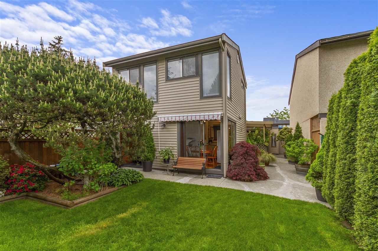 Main Photo: 866 PINEBROOK PLACE in Coquitlam: Meadow Brook House for sale : MLS®# R2578053