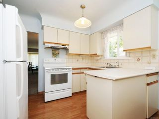 Photo 10: 3807 Merriman Dr in : SE Cedar Hill House for sale (Saanich East)  : MLS®# 854201