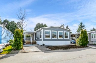 """Photo 5: 23 2303 CRANLEY Drive in Surrey: King George Corridor Manufactured Home for sale in """"Sunnyside Estates"""" (South Surrey White Rock)  : MLS®# R2550516"""