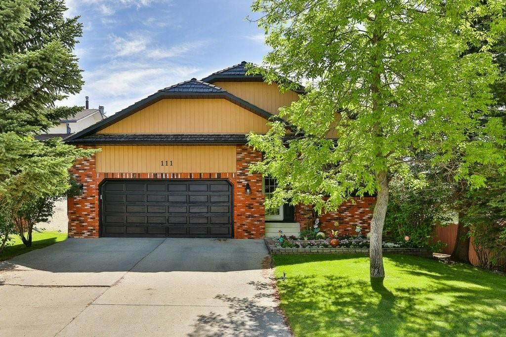 Main Photo: 111 EDFORTH Place NW in Calgary: Edgemont Detached for sale : MLS®# C4280432