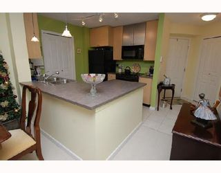 Photo 3: 213 25 RICHARD Place SW in Calgary: Lincoln Park Condo for sale : MLS®# C3366618