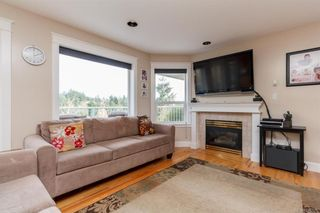 Photo 10: 2219 Highland Rd in View Royal: VR Prior Lake House for sale : MLS®# 746525