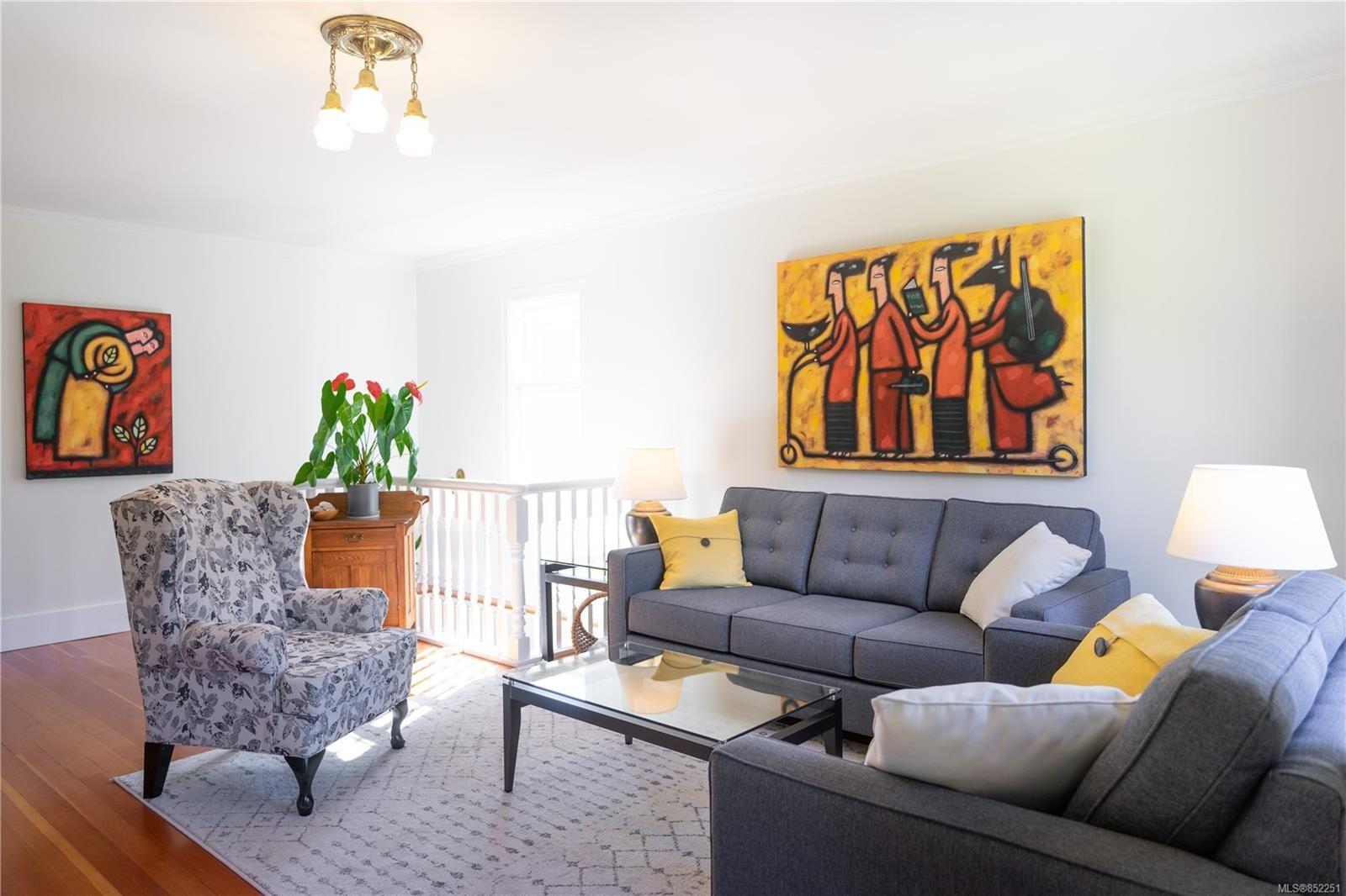 Photo 11: Photos: 2363 Pacific Ave in : OB Estevan House for sale (Oak Bay)  : MLS®# 852251