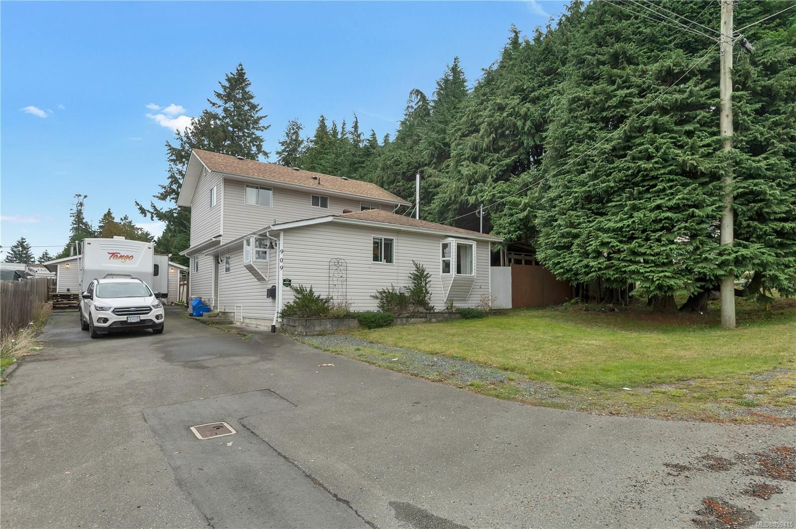 Main Photo: 909 Fir St in : CR Campbell River Central House for sale (Campbell River)  : MLS®# 859415