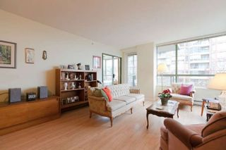 """Photo 7: 401 2288 PINE Street in Vancouver: Fairview VW Condo for sale in """"The Fairview"""" (Vancouver West)  : MLS®# R2251724"""