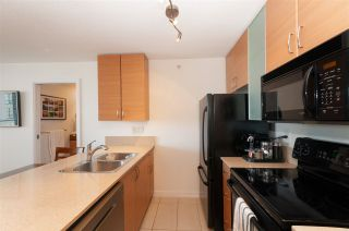 """Photo 10: 2208 928 HOMER Street in Vancouver: Yaletown Condo for sale in """"Yaletown Park"""" (Vancouver West)  : MLS®# R2373790"""