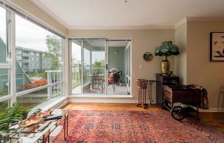 """Photo 5: 209 1920 E KENT AVENUE SOUTH Avenue in Vancouver: Fraserview VE Condo for sale in """"Harbour House at Tugboat Landing"""" (Vancouver East)  : MLS®# R2170194"""