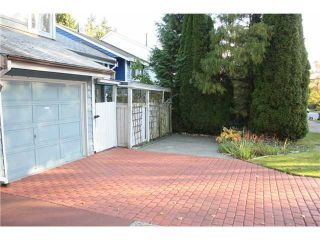 """Photo 2: 6950 TYNE Street in Vancouver: Killarney VE 1/2 Duplex for sale in """"CHAMPLAIN HEIGHTS"""" (Vancouver East)  : MLS®# V1044815"""
