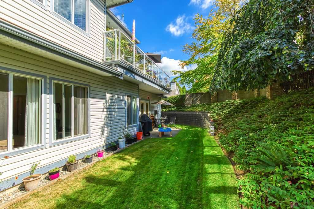 """Photo 15: Photos: 1 21579 88B Avenue in Langley: Walnut Grove Townhouse for sale in """"Carriage Park"""" : MLS®# R2494791"""