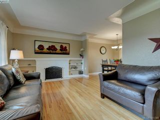 Photo 3: 1670 Howroyd Ave in VICTORIA: SE Mt Tolmie House for sale (Saanich East)  : MLS®# 816362