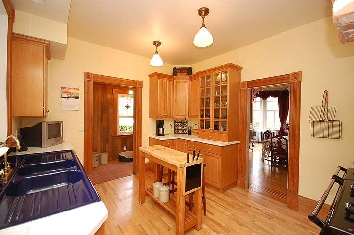 """Photo 6: Photos: 126 GRANVILLE Street in New Westminster: Queens Park House  in """"QUEENS PARK"""" : MLS®# V819929"""