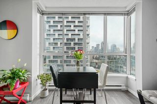 """Photo 3: 1810 1500 HOWE Street in Vancouver: Yaletown Condo for sale in """"The Discovery"""" (Vancouver West)  : MLS®# R2619778"""