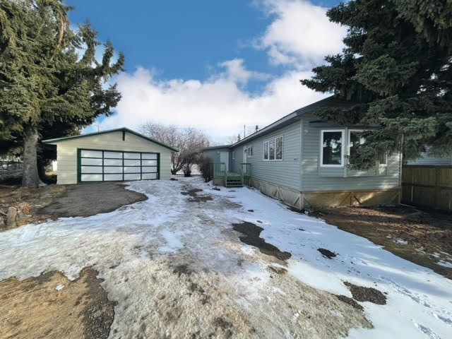 Main Photo: 213 4 Avenue: Wainwright Manufactured Home for sale (MD of Wainwright)  : MLS®# A1074688