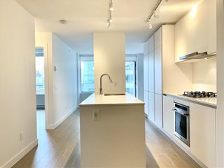 """Photo 4: 1005 988 QUAYSIDE Drive in New Westminster: Quay Condo for sale in """"Riversky 2"""" : MLS®# R2625383"""