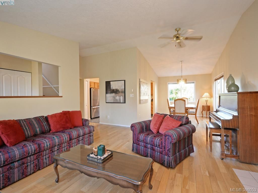 Photo 4: Photos: 11 Quincy St in VICTORIA: VR Hospital House for sale (View Royal)  : MLS®# 775790